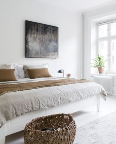 49 European Decor Room You Will Definitely Want To Keep - Geek Interior Design Decor, Home Bedroom, Cozy House, Comfortable Furniture, Luxurious Bedrooms, Home Decor, House Interior, Bedroom Decor, Simple Bedroom