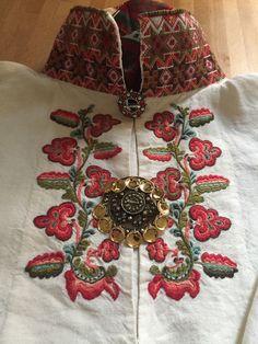 Folk Costume, Costumes, Rosemaling Pattern, Ethnic Fashion, Womens Fashion, Hardanger Embroidery, Kurta Designs, Folklore, Scandinavian Design