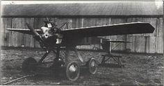 AT №11。イギリスに本部を置くRAE(王立航空機関)によって開発された航空母艦からの発進を想定されたドローンの一つ。1922年7月~8月にて航空母艦のアーガスからの発進を試みられたが失敗する。
