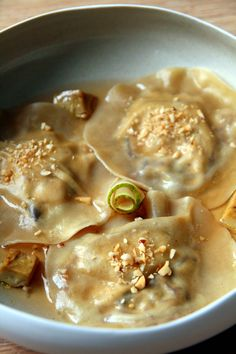 Foie gras ravioli, duck confit and pear - Cuisine et boissons - Vegetarian Recipes Confit Recipes, Pate Recipes, Duck Recipes, Crockpot Recipes, Cooking Recipes, Pear Ravioli, Duck Confit, Instant Pot Dinner Recipes, Christmas Cooking