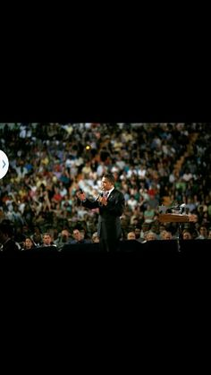 Obama persuading the crowd of US
