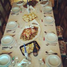 Noi ancora non siamo neanche a tavola. Come ogni anno. Ci teniamo a rispettare le tradizioni.