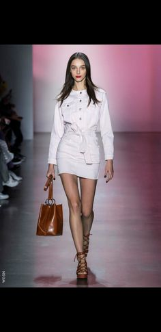 Rebecca Minkoff Spring-summer 2019 - Ready-to-Wear Rebecca Minkoff, Fashion Week, Womens Fashion, Ladies Fashion, Sandra Backlund, Christopher Bailey, Edgy Chic, Dress Rings, Tracy Reese