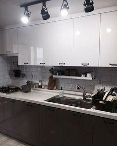 . #인테리어 #집꾸미기 #집스타그램 #방스타그램 #셀프인테리어 #홈데코 #홈스타일링 #인테리어앱 #오늘의집 #홈스타그램 #이케아 #IKEA #interior  #interior123 #interior4all #interior_and_living #ikea #homedecor #livingroom #스타우브#싱크대 #주방#양념병