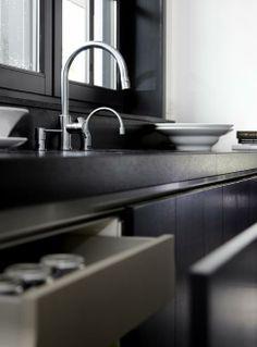Stijlvol Wonen Uit Stijlvol Wonen, het magazine voor hedendaags wonen. Foto: Dorien Ceulemans en Jonah Samyn, ontwerp: Provence Keukens. #kitchen