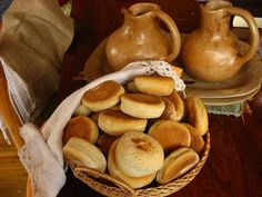Learn how to make pan Casero (Homemade Bread Rolls) with this delicious and easy recipe. This recipe is for Chilean style pan casero, which literally means homemade. Chilean Recipes, Chilean Food, Salty Foods, Food Staples, Rolls Recipe, Bread Rolls, Appetizer Recipes, Easy Meals, Food And Drink