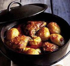 Hoenderkerrie-pot, Onthou, jy maak 'n pot, nie 'n bredie nie! 'n Bredie roer jy, maar 'n pot (verkieslik oor 'n houtvuur) roer jy glad nie. Die bestanddele word in lae gepak en moet stadig prut Curry Recipes, Meat Recipes, Chicken Recipes, Cooking Recipes, Recipies, South African Dishes, South African Recipes, Ethnic Recipes, Kos