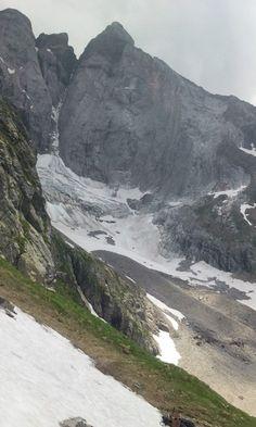 Vue sur le Vignemale par temps orageux © Emmanuelle Gayet