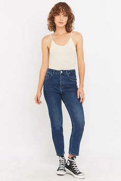 BDG – High-Waist-Girlfriend-Jeans in Winter Blue