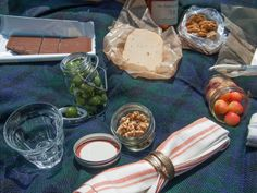 Packing a Picnic http://violetmeyer.com/packing-a-picnic/?utm_campaign=coschedule&utm_source=pinterest&utm_medium=VioletBites%20(victuals%20%26amp%3B%20libations)&utm_content=Packing%20a%20Picnic #howto #picnic #snacks #summer
