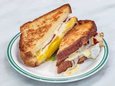 The breakfast sandwich at Sadelle's in Soho is a thing of beauty. Two fried eggs with smoky bacon and gooey muenster are served on housemade challah. Think a French toast sandwich. Best Breakfast Sandwich, Toast Sandwich, Healthy Breakfast Recipes, Healthy Recipes, Soho, Peameal Bacon, Ultimate Grilled Cheese, New York, Breakfast