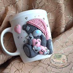Arts And Crafts Beads Refferal: 2661312994 Polymer Clay Cupcake, Polymer Clay Dolls, Polymer Clay Projects, Polymer Clay Charms, Polymer Clay Jewelry, Clay Crafts, Cute Mug, Clay Bear, Diy Y Manualidades