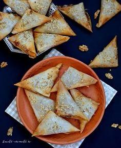 Pâine dulce cu stafide și șofran (cu maia naturală)   Bucate Aromate Cheesecake, Romanian Food, Food Platters, Party Snacks, Food Art, Caramel, Sweet Tooth, Vegan Recipes, Deserts