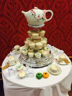 My amazing teapot cake and cupcakes curtesy of Autumn of Plumb & Rabbitts