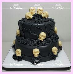 #skullcake #bdayskull #blackrosecake #skull Gothic Wedding Cake, Gothic Cake, Cake Cookies, Cupcakes, Cupcake Cakes, Halloween Cakes, Halloween Treats, Skull Cakes, Haunted House Cake