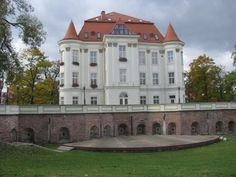 Zamek Leśnica Wrocław Manor Houses, Old Houses, Monuments, Palace Garden, Castle House, Cathedral Church, The Beautiful Country, Architecture Old, Old Buildings