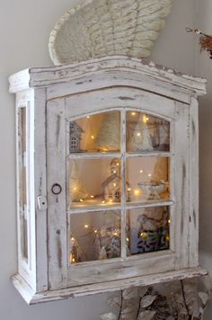 Cabinet display with wire lights