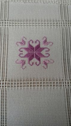 This post was discovered by Sehnaz Ozgen Yavas. Discover (and save!) your own Posts on Unirazi. Hardanger Embroidery, Hand Embroidery Stitches, Ribbon Embroidery, Embroidery Designs, Cross Stitch Material, Cross Stitch Patterns, Swedish Weaving, Drawn Thread, Japanese Embroidery