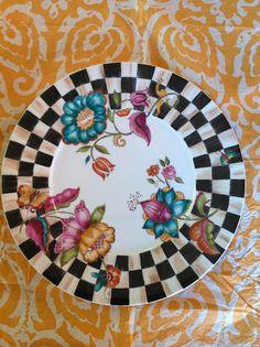 Pintado a mano x Maria Claudia Sassi. Calcos Magia Pura. Pottery Painting, Ceramic Painting, Ceramic Art, Tile Painting, Painted Plates, Ceramic Plates, Hand Painted, Mackenzie Childs Inspired, China Painting