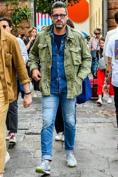 Mature Mens Fashion, Military Field Jacket, Military Looks, Look Man, Winter Outfits Men, Denim Jacket Men, Military Fashion, Mens Clothing Styles, Style Me