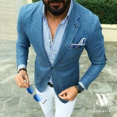 Try pairing a blue blazer with white chinos to look seriously dapper anywhere anytime. Business Casual Attire For Men, Men Casual, Professional Attire, Smart Casual, Mens Fashion Blog, Look Fashion, Fashion Wear, Blue Blazer Men, Chinos And Blazer Men