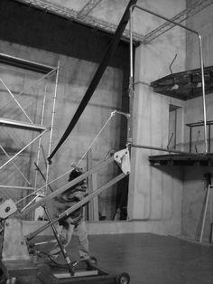 """máquina elevadora / """"Setembre"""" ResdeRes, 2008. Diseño y construcción de escenografía: Diego Polognioli"""