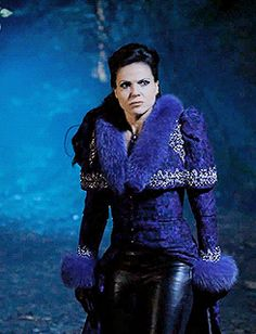 One of my favorite Regina outfits ever, just so fierce! I always think the costume designer was very smart coming up with this open gown over pants aesthetic for her. It allows her to still dress over the top, but without having limited mobility.