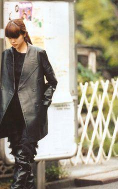 COTON BLANC Leather Fashion, Fashion Photo, Retro Fashion, What To Wear, Black And Grey, Black Leather, Street Style, Style Inspiration, Purple