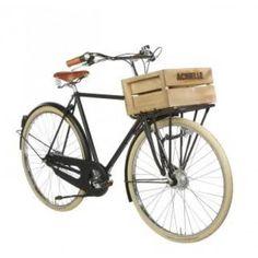 Achielle Craighton PickUp Herren-Hollandrad ist ein Transport - ein Rad mit viel Stauraum vorne.Der Clou an diesem Modell ist der fest mit der Gabel verbundene Frontträger. Er bietet viel Stauraum für den Transport von Einkäufen, Taschen, Kisten etc. ist und ist daher vor allem in großen Städten beliebt. Die Rahmengeometrie ist typisch für ein solides Hollandrad, konstruiert für Fahrten in aufrechter Sitzposition.Standardmäßig wird das Rad mit einem Hollandrad-Lenker ausgeliefert. Wer es…
