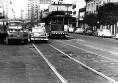 Acervo/Estadão - Carros, caminhões e bondes disputam espaço pelas vias esburacadas da cidade na avenida Celso Garcia na região do Brás. Foto: 21/3/1961