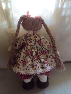 25 com de pura fofura!!! Minha primeira bonequinha estilo russa. Amei fazê-la www.saldaterrapatchwork.blogspot.com face: Renata Deichsel e-mail: renata.deichsel@gmail.com