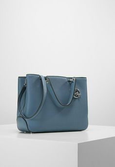 cb98c6962c02 Las 61 mejores imágenes de IT Bags | Beautiful bags, Fashion bags y ...