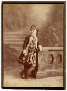 GIGANTIC 9.3 x 6.9 in. CABINET CARD by M. Alviach / por UCRONIA