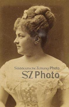 Portrait Mila Kupfer Berger IMAGNO/Austrian Archives /Süddeutsche Zeitung Photo 1875 Portrait, Movies, Movie Posters, Pictures, Storytelling, Newspaper, Archive, Copper, Headshot Photography