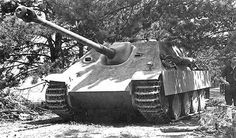 Jagdpanzer V Jagdpanther (Sd. Kfz. 173). The number of machines produced 384 Crew 5 Motor Maybach HL 230 P 30 700PS Speed on / off-road 46 kmh / 24 kmh