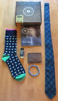 August's Gentleman's Box unboxed by Denise!  This month's Space Officer box had Wolf Clothing Co. Socks, a Minimalist Modern Made Man wallet, Brickell Face Wash, Gentlemen Essentials Bracelet and Gentleman Collective tie. Check out her review to see the box and save $5 off your box today…