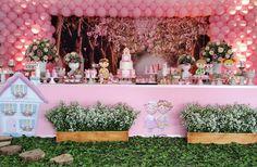 """91 curtidas, 9 comentários - Tempo di Festa  por Laureen 🌹 (@laureenmonykenobre) no Instagram: """"A Princesa Leticia celebrou seu primeiro aninho com o tema Casinha de Bonecas ...uma festa…"""""""
