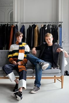 A first look at Loewe's men's line under the creative direction of Jonathan Anderson, and its new advertising campaign 80s Fashion Men, J W Anderson, New Energy, Advertising Campaign, Loewe, S Man, Ny Times, Baby Strollers, My Design