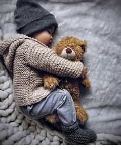 My eldest son loves teddy when he was a baby. My eldest son loves teddy when he was a baby. So Cute Baby, Cute Kids, Cute Babies, Baby Kids, Baby Baby, Toddler Boys, Baby Outfits, Outfits Niños, Baby Boy Fashion