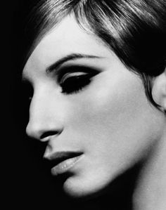 Barbra Streisand by Steve Schapiro Die Füchsin, Face Photography, Photography Portraits, Face Icon, Old Hollywood Glam, Tinta China, Beautiful Voice, Beautiful People, Female Portrait