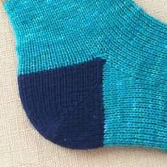 [vidéo] Knit sock heel in shortened rows with gusset and heel - Knitting Socks, Knitted Hats, La Pointe, Socks And Heels, Mittens, Needlework, Knitting Patterns, Embroidery, Stitch