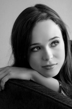 Ellen Page such a winsome and remarkable actress love her.love her for coming out to be open and authentic she's so beautiful I can't believe she is 26 she looks Ellen Page, Most Beautiful Women, Beautiful People, Divas, Portrait Studio, Actrices Hollywood, Portraits, Attractive People, Celebs
