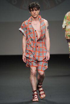 Vivienne Westwood Spring 2016 Menswear Collection Photos - Vogue