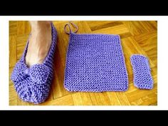 There are many slippers, but it is easiest and beautiful slippers to make. You can make them with the your preferred technique.Knit Easiest House Slippers from Square Free Knitting Pattern: Knit Bow Slippers, Garter stitch slippers Easy Knitting, Loom Knitting, Knitting Stitches, Knitting Patterns Free, Crochet Patterns, Crochet Slipper Pattern, Knit Crochet, Knitted Bunnies, Loom Knit Hat