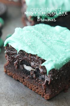 Oreo Stuffed Mint Chocolate Brownies Recipe ~ Fudgey chocolate brownies, stuffed with oreos and topped with mint chocolate!