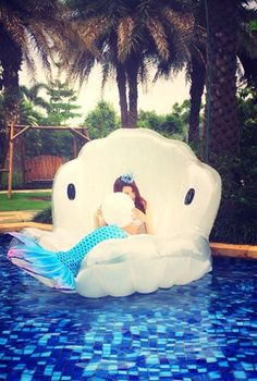 Look and feel like a mermaid on this awesome shell shaped floatie. Perfect gift idea for adult and young ladies. Make them happy :) Float Size: 120 cm x 160 cm x 30 cm.... my mermaid needs one of these!!!  We can share it!!!  Mmmmmm