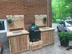 Big Green Egg Table, Green Eggs, Backyard Plan, Backyard Kitchen, Backyard Smokers, Outdoor Oven, Outdoor Stuff, Grill Stand, Small Grill