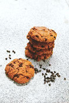 Peanut butter cookies: farine, sucre de canne, purée de cacahuètes, lait végétal, bicarbonate, pépites de chocolat, vanille, sel.
