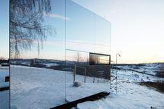 Casa-Invisible-prefabricada-fachada-espejo
