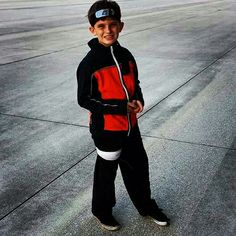 I found a black jacket. I sowed on orange fabric, the red symbol on the back and on his left arm. Naruto Birthday, Orange Fabric, Birthday Parties, Arm, Normcore, Party Ideas, Jackets, Black, Fashion